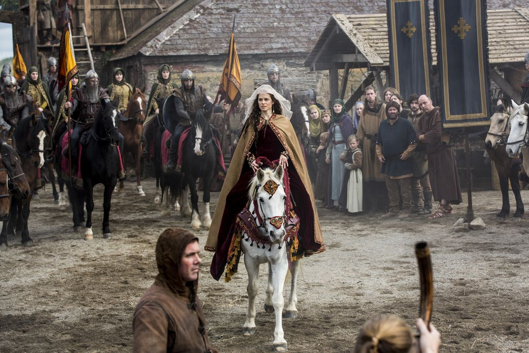 Nachdem Aslaug einen Sohn mit Missbildungen zur Welt gebracht hat, will Ragnar ihn töten, um ihm so ein qualvolles Leben zu ersparen, während König... - Bildquelle: 2014 TM TELEVISION PRODUCTIONS LIMITED/T5 VIKINGS PRODUCTIONS INC. ALL RIGHTS RESERVED.