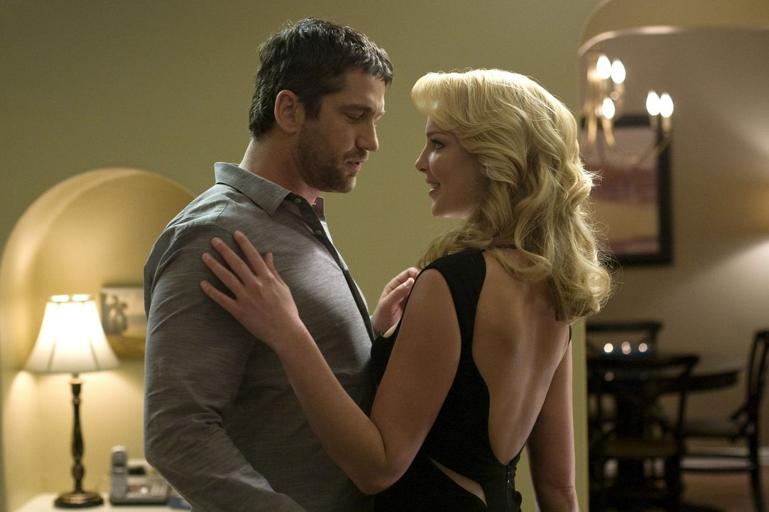 Wird sich Mike (Gerard Butler, l.) als Abby (Katherine Heigl, r.) Mr. Right entpuppen? - Bildquelle: 2009 Columbia Pictures Industries, Inc. and Beverly Blvd LLC. All Rights Reserved.