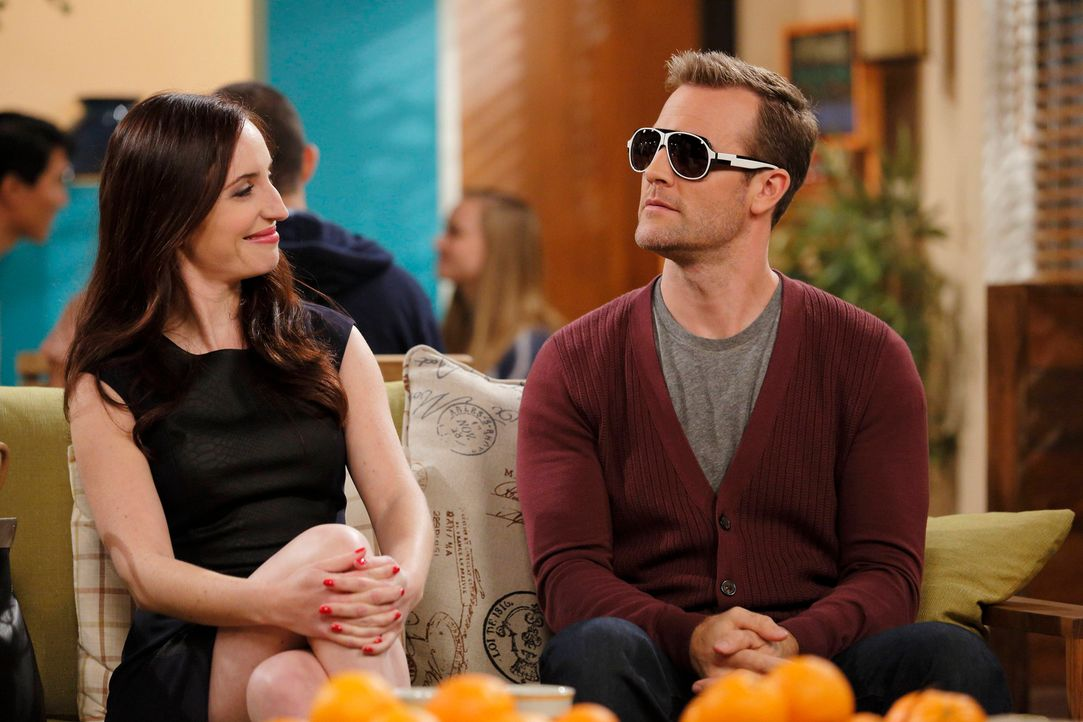 Selbst Kates (Zoe Lister-Jones, l.) idiotensicherer Plan scheint bei Will (James Van Der Beek, r.) nicht zu funktionieren ... - Bildquelle: 2013 CBS Broadcasting, Inc. All Rights Reserved.