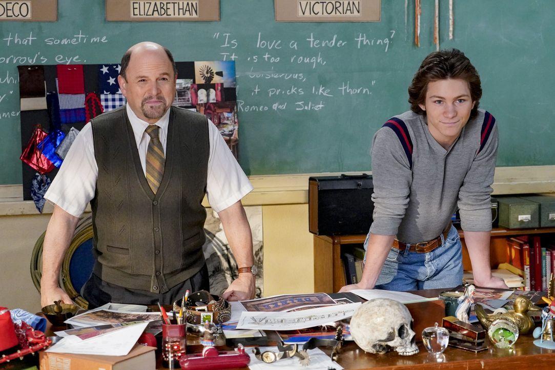 Mr. Lundy (Jason Alexander, l.); Georgie Cooper (Montana Jordan, r.) - Bildquelle: 2020 Warner Bros. Entertainment Inc. All Rights Reserved.
