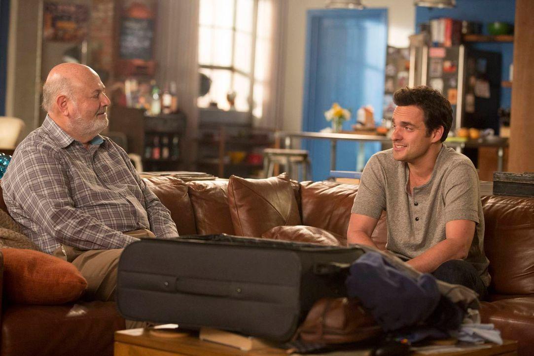 Jess' Dad (Rob Reiner, l.) wählt den schlechtesten Tag, um dem Loft einen überraschenden Besuch abzustatten, was den nervösen Nick (Jake M. Johnson,... - Bildquelle: 2013 Twentieth Century Fox Film Corporation. All rights reserved