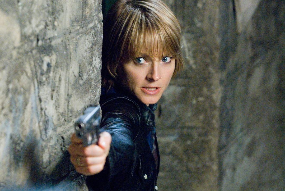 Nachdem ihr Verlobter bei einem nächtlichen Überfall brutal ermordet wurde, wandelt sich Erica Bain (Jodie Foster) von einem eher friedfertigen Mi... - Bildquelle: Warner Bros.
