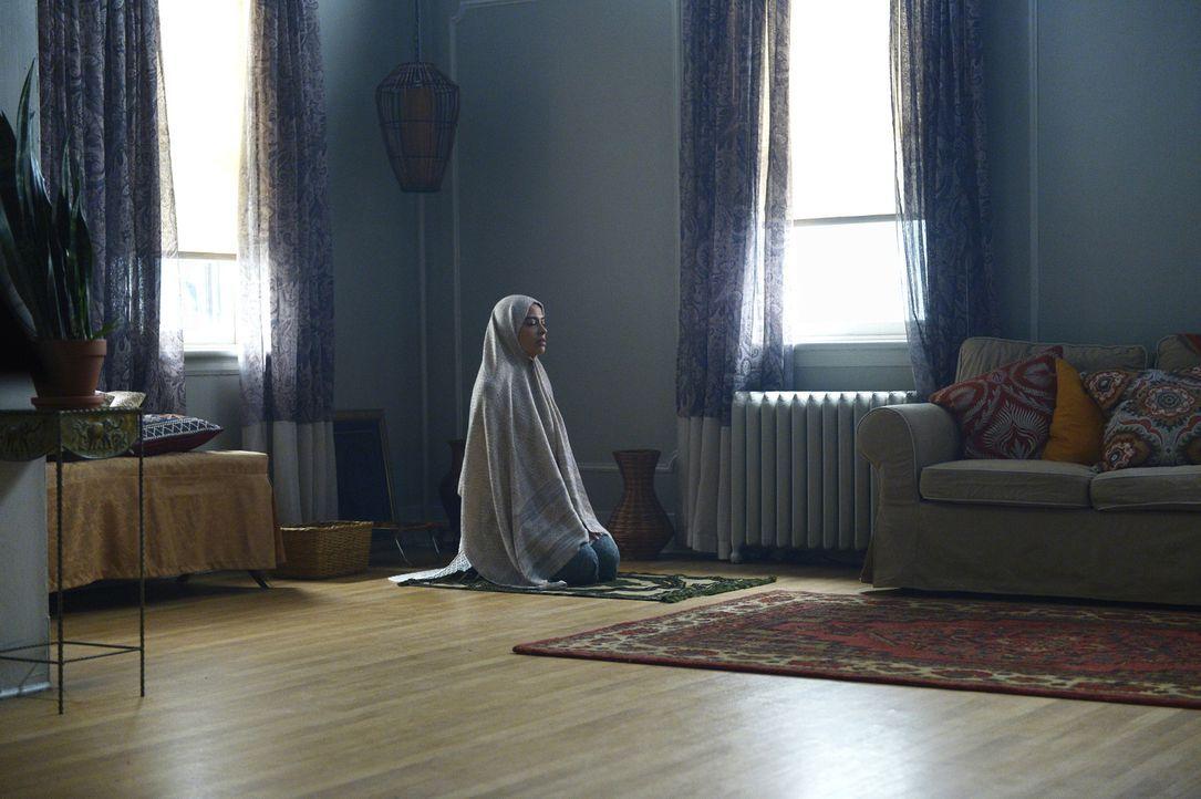 Hat Raina (Yasmine Al Massri) und ihre Schwester etwas mit dem Terroranschlag zu tun? Alex versucht alles, um dies herauszufinden und ihre Unschuld... - Bildquelle: Philippe Bosse 2015 ABC Studios