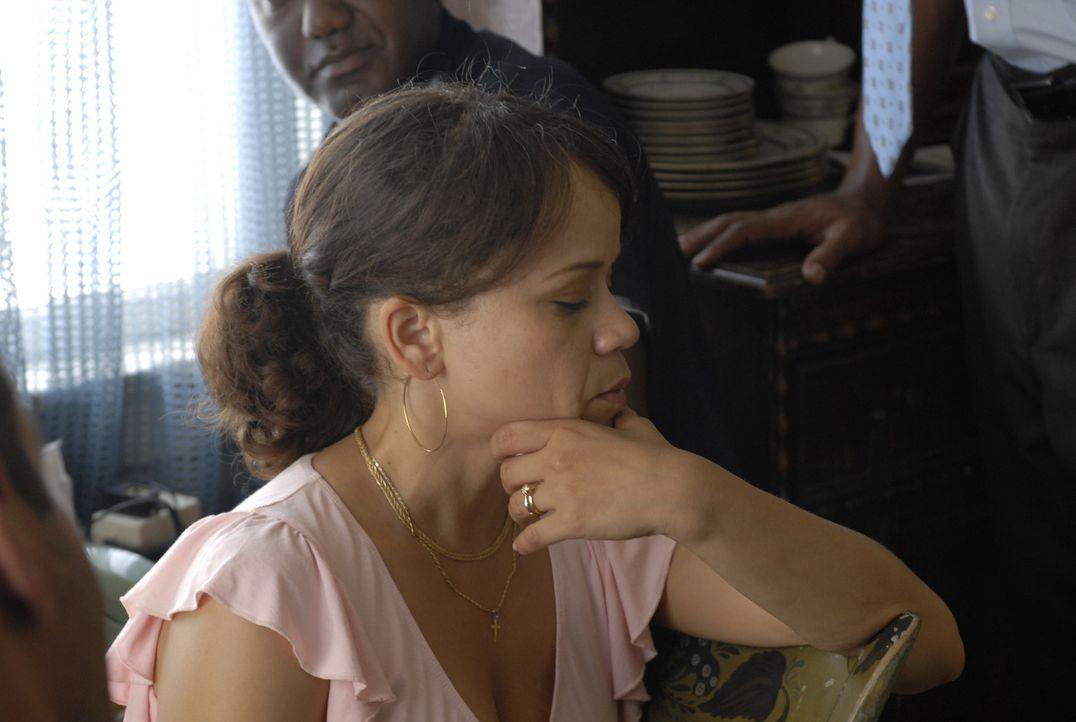 Schon seit langem befürchtet Marina (Rosie Perez), dass ihrem Mann, dem Geldtransportfahrer Felix, etwas zustoßen könnte. Eines Tages wird sein Tran... - Bildquelle: 2008 Boyle Heights, LLC. All Rights Reserved.