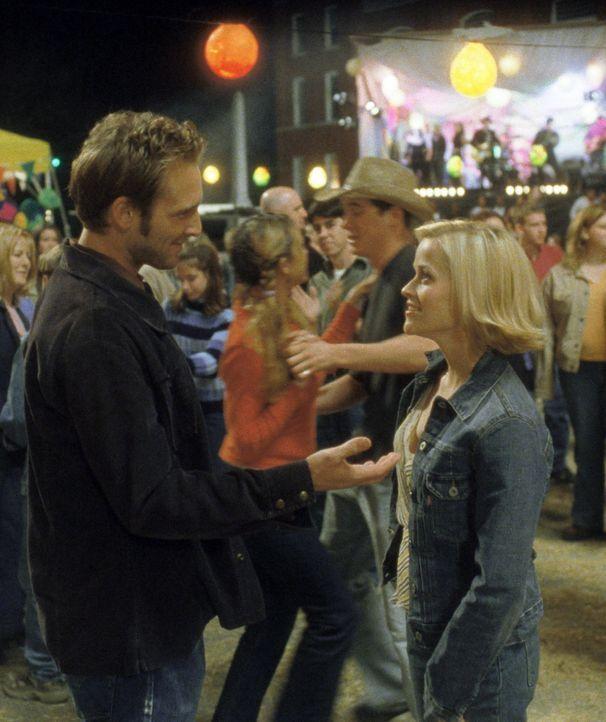 Melanie (Reese Witherspoon, r.) lebt in New York, doch stammt aus einem kleinen Kaff in Alabama und ist mit ihrem dortigen Schulfreund Jake (Josh Lu... - Bildquelle: Touchstone Pictures