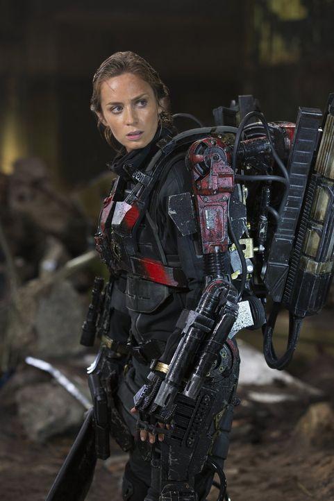 Im Kampf gegen eine feindliche und hochintelligente Alienrasse muss die Kriegsheldin Sergeant Rita Vrataski (Emily Blunt) buchstäblich tausend Tode... - Bildquelle: Warner Bros. Television
