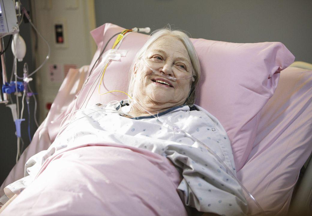 Wird mit einer Herzrhythmusstörung ins Krankenhaus eingeliefert: Petes Mutter Frances (Louise Fletcher) ... - Bildquelle: ABC Studios