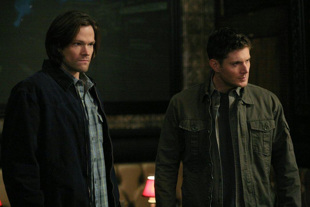 Als Sam (Jared Padalecki, l.) und Dean (Jensen Ackles, r.) zu Morden gerufen werden, bei denen ein alter Bekannter involviert ist, geraten sie in ei... - Bildquelle: Warner Bros. Television
