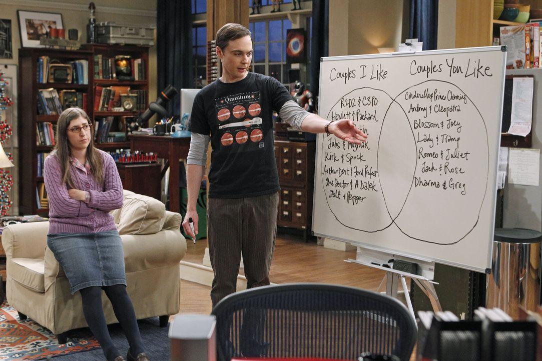 Amy (Mayim Bialik, l.) und Sheldon (Jim Parsons, r.) stehen vor einem Problem, denn sie können sich nicht auf ein Partnerkostüm für Halloween einige... - Bildquelle: Warner Bros. Television