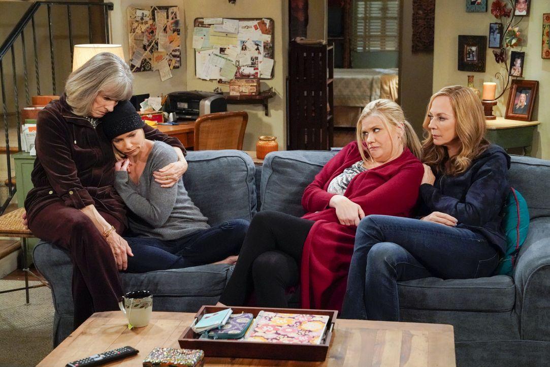 (v.l.n.r.) Marjorie (Mimi Kennedy); Jill (Jaime Pressly); Tammy (Kristen Johnston); Bonnie (Allison Janney) - Bildquelle: Warner Bros. Entertainment, Inc.