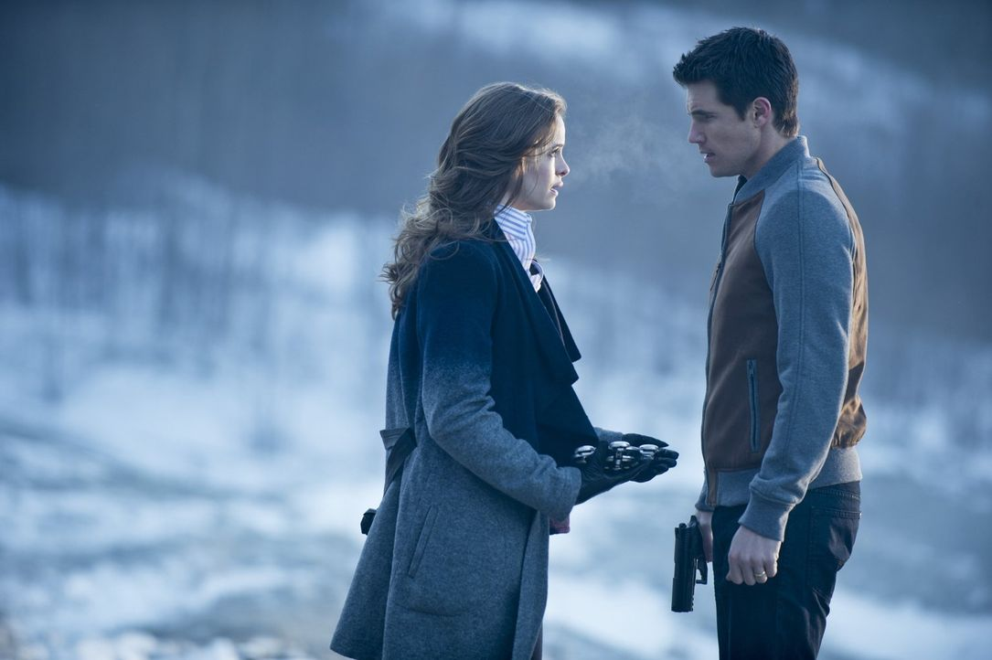 Wissen nicht, ob es für sie beide noch eine Chance gibt: Caitlin (Danielle Panabaker, l.) und Ronnie (Robbie Amell, r.) ... - Bildquelle: Warner Brothers.