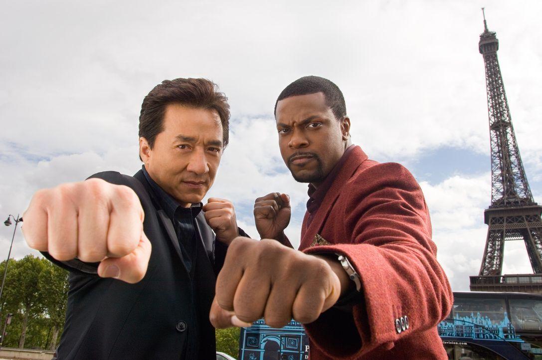 Detective Carter (Chris Tucker, r.) und Inspector Lee (Jackie Chan, l.) sind wieder da - allerdings nicht dort, wo sie hingehören: Diesmal mischen... - Bildquelle: Warner Bros.
