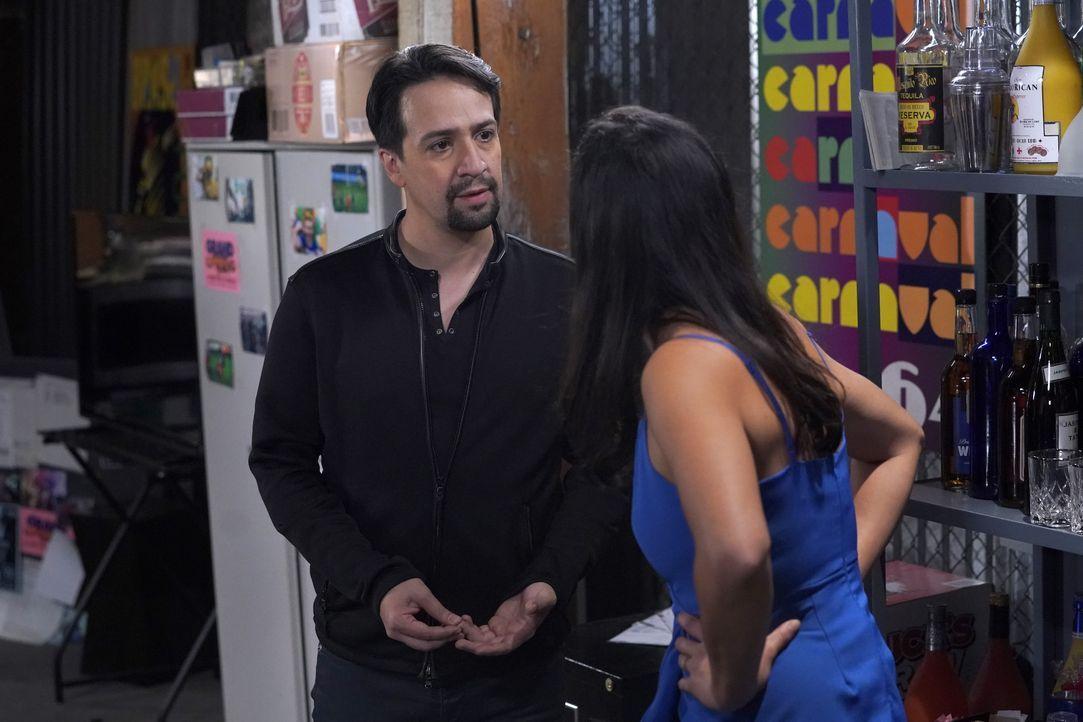 David Santiago (Lin-Manuel Miranda, l.); Amy Santiago (Melissa Fumero, r.) - Bildquelle: Chris Haston 2019 UNIVERSAL TELEVISION LLC. All rights reserved. / Chris Haston