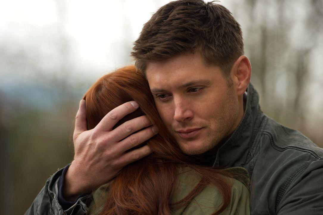 Dean (Jensen Ackles, r.) freut sich, die quirlige Charlie (Felicia Day, l.) wiederzusehen, doch sie scheint vor den beiden Brüdern etwas Wichtiges z... - Bildquelle: Warner Bros. Television