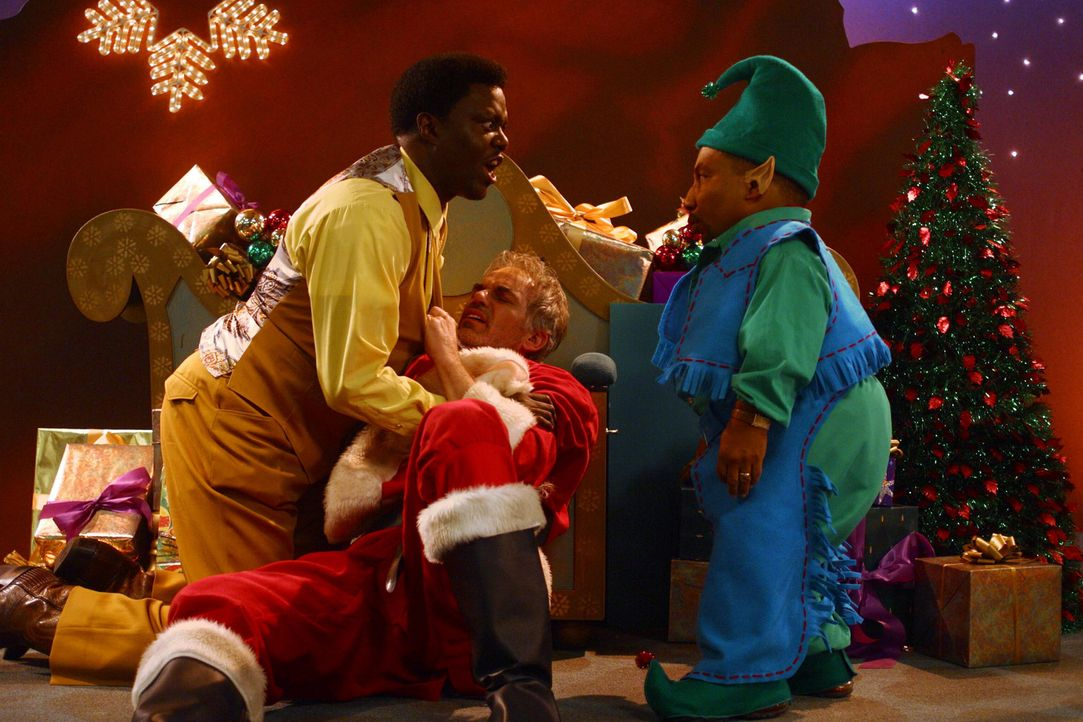 Nachdem Detektiv Gin (Bernie Mac, l.) seinem Chef versprochen hat, ein Auge auf den Weihnachtsmann Willie (Billy Bob Thornton, M.) und dessen Gehilf... - Bildquelle: 2006 Sony Pictures Television International.