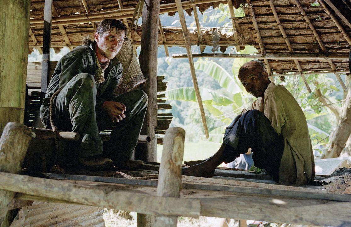 Wird es dem amerikanischen Kampfpiloten Dieter Dengler (Christian Bale, l.) gelingen, die Dschungel-Hölle jemals lebend zu verlassen? - Bildquelle: Lena Herzog 2006 Top Gun Productions, LLC. All Rights Reserved.