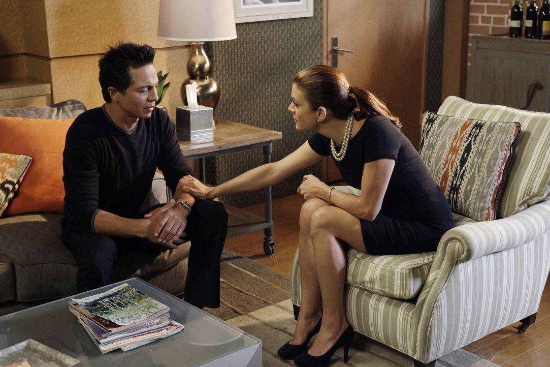 Addison (Kate Walsh, r.) ermutigt Amelia dazu, sich auf die bevorstehende Schwangerschaft einzulassen, während Sheldon und Jake (Benjamin Bratt, l.... - Bildquelle: ABC Studios