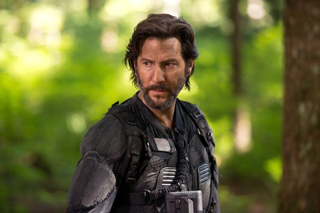 Kane (Henry Ian Cusick) streift mit seinem Team auf der Such nach Clarke durch die Wälder, während Abby einsehen muss, dass eine Station in Mount We... - Bildquelle: 2014 Warner Brothers