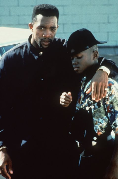 Billys Sohn Jimmie (Christian Coleman, r.) ist ein neues Mitglied in Ray Rays (Byron Keith Minns, l.) Bande ... - Bildquelle: Warner Bros.