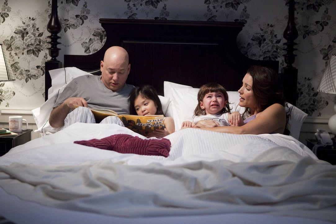 Haben jetzt zwei Kinder, die ihnen manchmal ordentlich zusetzen: Charlotte (Kristin Davis, r.), die nach wie vor an ihren Fähigkeiten als Mutter zwe... - Bildquelle: Warner Brothers