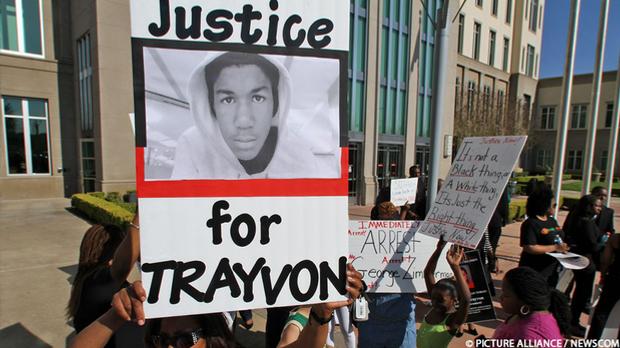 Demonstranten fordern Gerechtigkeit für Trayvon Martin, der als 17-Jähriger e...