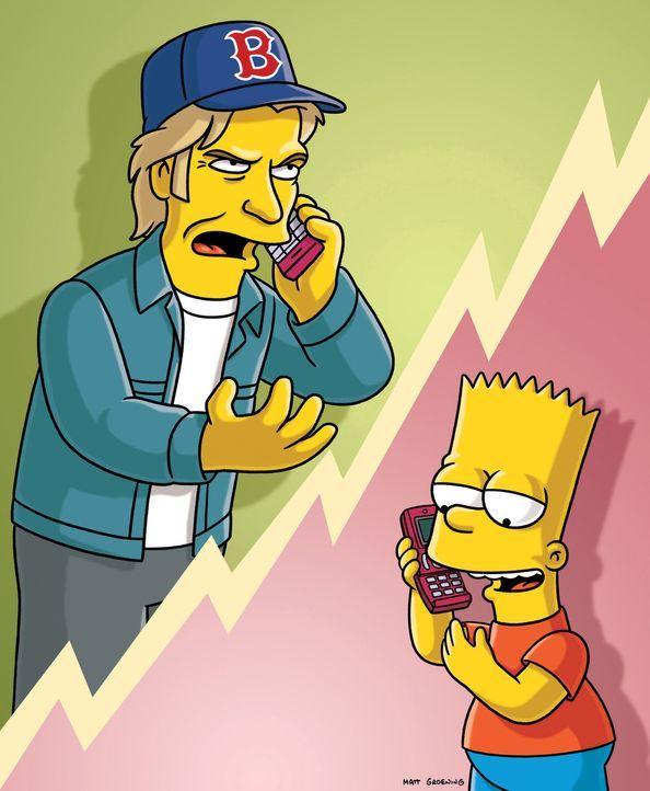 Während Bart (r.) versucht, im Country-Club Geld zu verdienen, gerät ihm, nachdem Leary es wütend weggeworfen hat, das Handy von Denis Leary (l.)... - Bildquelle: und TM Twentieth Century Fox Film Corporation - Alle Rechte vorbehalten