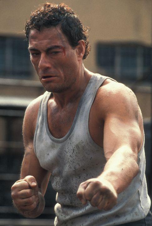 Nachdem Kyle (Jean-Claude Van Damme) den Mörder seiner Frau getötet hat, wird er zu lebenslänglicher Haft im härtesten Gefängnis Russlands veru... - Bildquelle: NU IMAGE