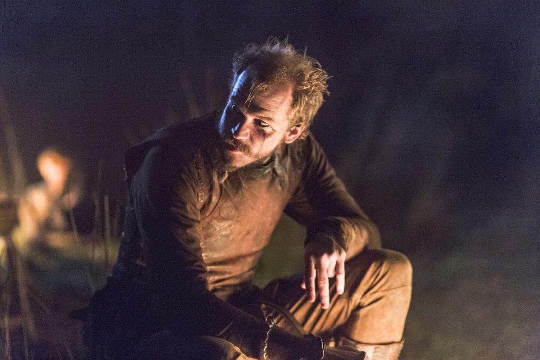 Wird Floki (Gustaf Skarsgård) Ragnar wirklich bei König Horik verraten? - Bildquelle: 2014 TM TELEVISION PRODUCTIONS LIMITED/T5 VIKINGS PRODUCTIONS INC. ALL RIGHTS RESERVED.