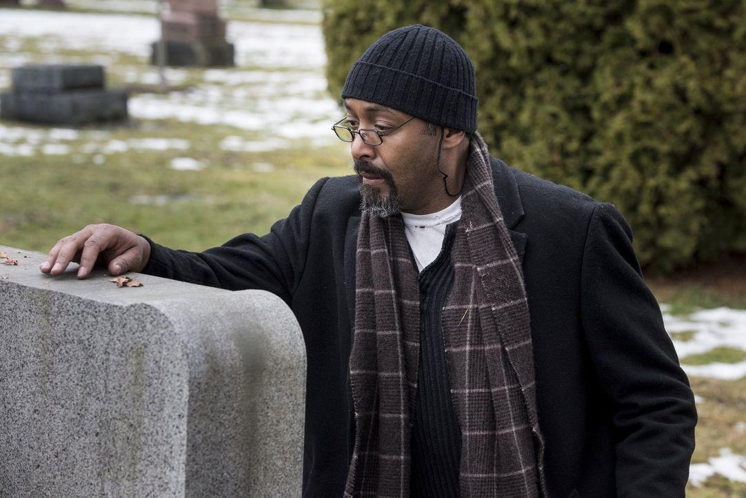 Barry muss erkennen, dass Joe (Jesse L. Martin) nach dem Tod seiner Tochter mehr als nur ein Kind verloren hat ... - Bildquelle: 2016 Warner Bros.