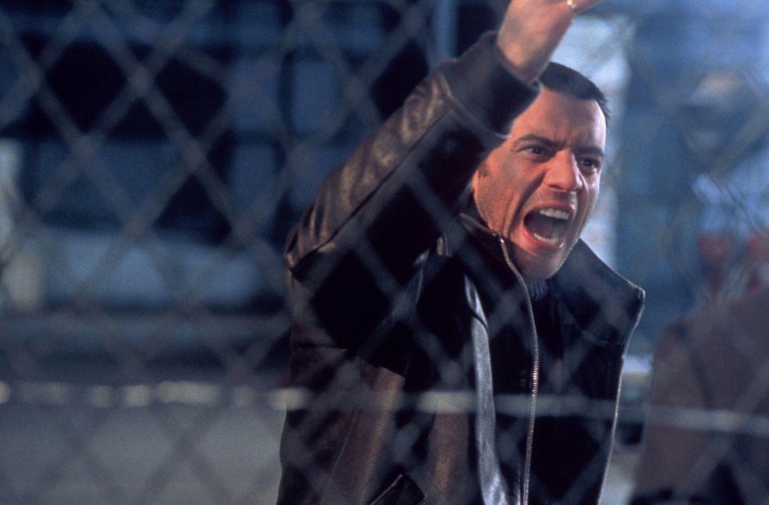 Vier Jahre verbringt Dris (Samuel Le Bihan) hinter Gittern. Als er endlich entlassen wird, will er sein Leben ändern - zum Leidwesen seines Bruders... - Bildquelle: Sony Pictures Television International. All Rights Reserved.