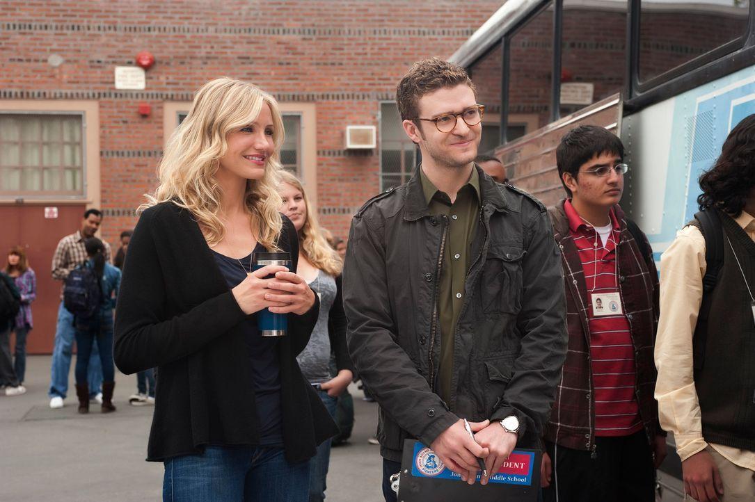 Elizabeth Halsey (Cameron Diaz, l.) und Scott Delacorte (Justin Timberlake, r.) sind Kollegen an einer Schule. Während er seinen Job als Lehrer über... - Bildquelle: 2011 Columbia Pictures Industries, Inc. All Rights Reserved.