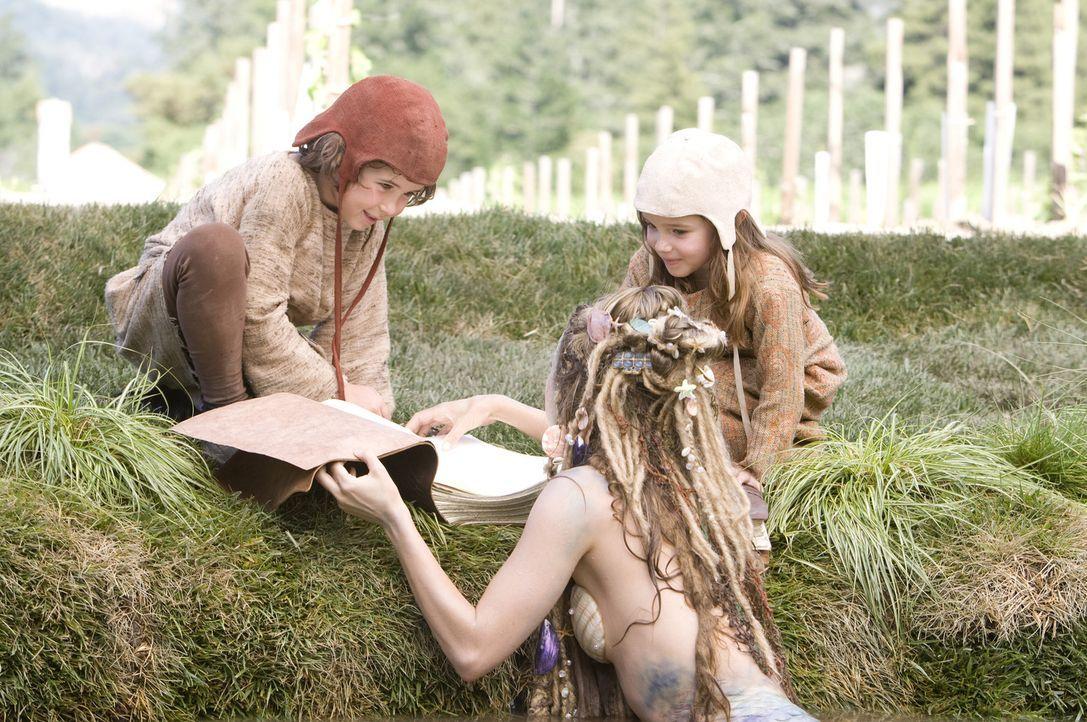 Auch die Kinder Bobbi (Laura Ann Kesling, r.) und Patrick (Jonathan Morgan Heit, l.) finden sich in den Geschichten von Onkel Skeeter wieder. Außerd... - Bildquelle: Disney