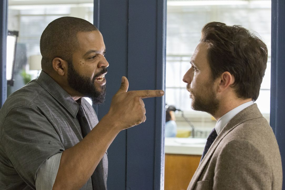 Strickland (Ice Cube, l.); Andy Campbell (Charlie Day, r.) - Bildquelle: 2017 Warner Bros. Entertainment Inc., Village Roadshow Films North America Inc. and RatPac-Dune Entertainment LLC. All rights reserved.