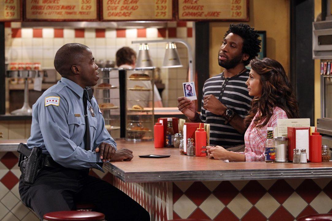 Samuel (Nyambi Nyambi, M.) und Carl (Reno Wilson, l.) streiten sich um die gleiche Frau. Doch was hat Shyama (Nosheen Phoenix, r.) damit zu tun? - Bildquelle: Warner Brothers