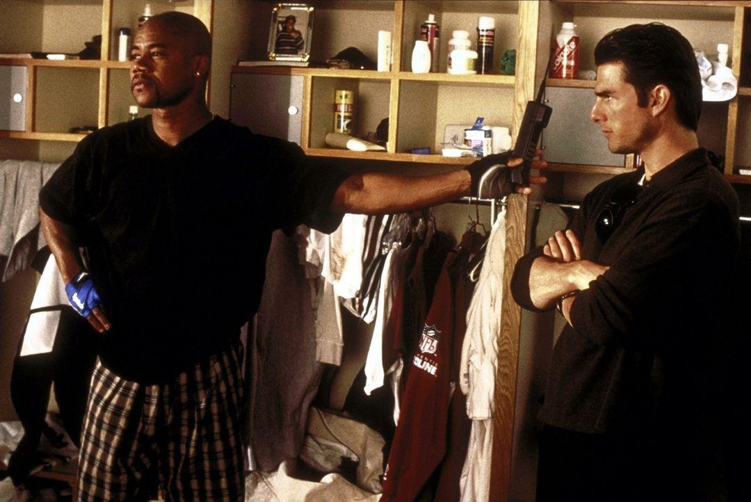 Jerry (Tom Cruise, r.) bleibt nur ein einziger Mandant, Footballer Rod Tidwell (Cuba Gooding jr., l.), um den er sich nun intensiv kümmert ... - Bildquelle: TriStar Pictures