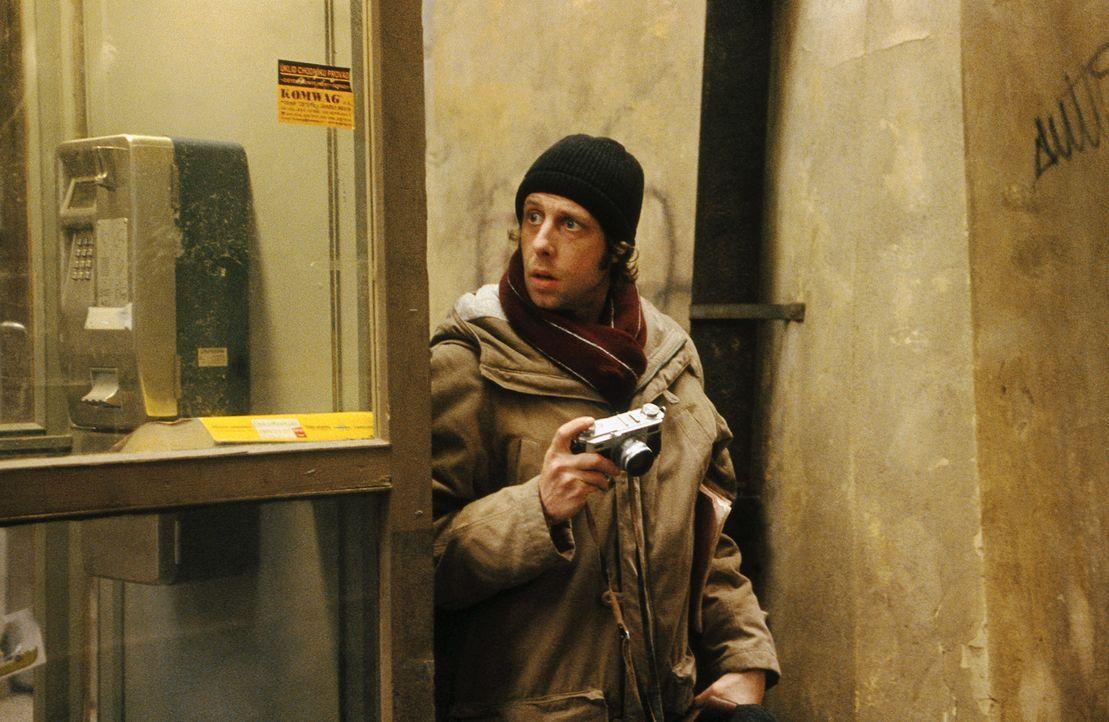 Nach und nach gelingt es Lenny (Oliver Korittke), die letzten Tage der Ermordeten zu rekonstruieren. Als er den Tatort ausfindig machen kann, kommt... - Bildquelle: Jiri Hanzl ProSieben