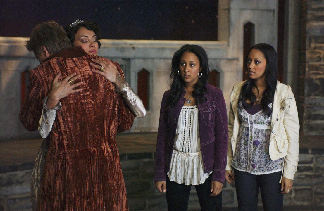 Ende gut, alles gut: Emily (Karen Holness, 2.v.l.) und David Barnes (Arnold Pinnock, l.) mit ihren Töchtern Camryn (Tamera Mowry, 2.v.r.) und Alex... - Bildquelle: Disney - ABC - ESPN Television