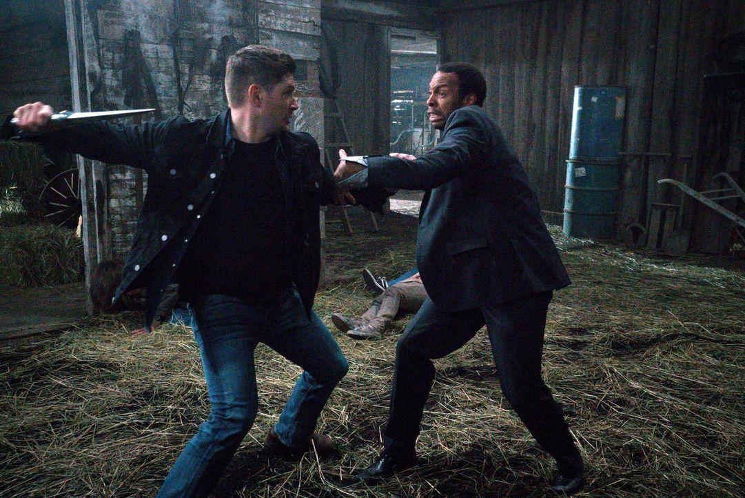 Nur zu gerne stellt sich Dean (Jensen Ackles, l.) dem besonderen Engel Tamiel (Treva Etienne, r.) entgegen. Lässt er das Kainsmal erneut die Kontrol... - Bildquelle: 2016 Warner Brothers