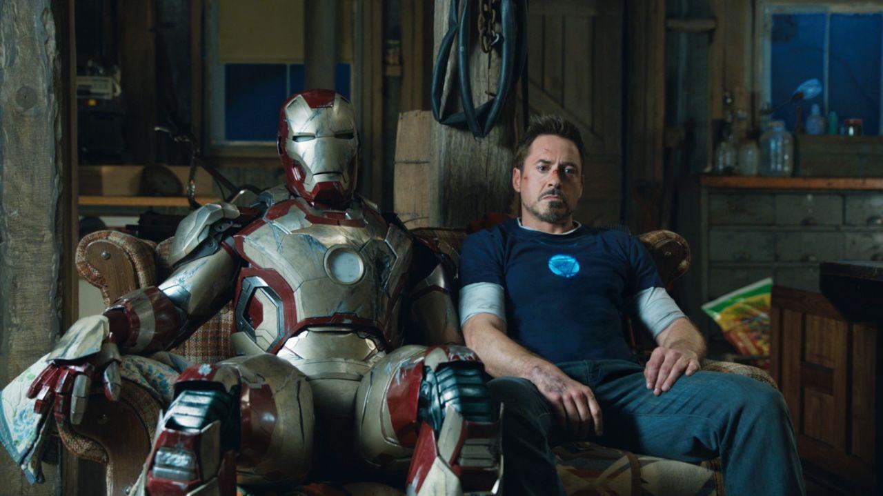 Tony Stark (Robert Downey Jr.), früher smarter und lässiger Businessman, hat immer mehr mit Angst- und Panikattacken zu kämpfen. Sicher fühlt er sic... - Bildquelle: TM &   2013 Marvel & Subs. All Rights Reserved.