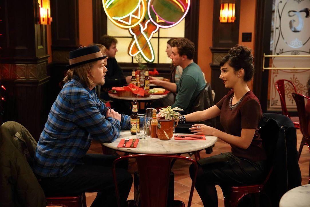 Als Kyle (Christoph Sanders, l.) von Mandy (Molly Ephraim, r.) einen Hut geschenkt bekommt, sorgt das für einige Verwirrungen ... - Bildquelle: 2013 Twentieth Century Fox Film Corporation. All rights reserved.