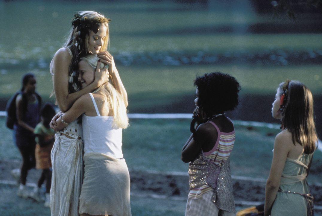 Gegenüber ihren kleinen Schützlingen fühlt Pixel (Jaime King, vorne links) sich wie eine große Schwester. Sie hat einen guten Draht zu den Mädc... - Bildquelle: Warner Brothers