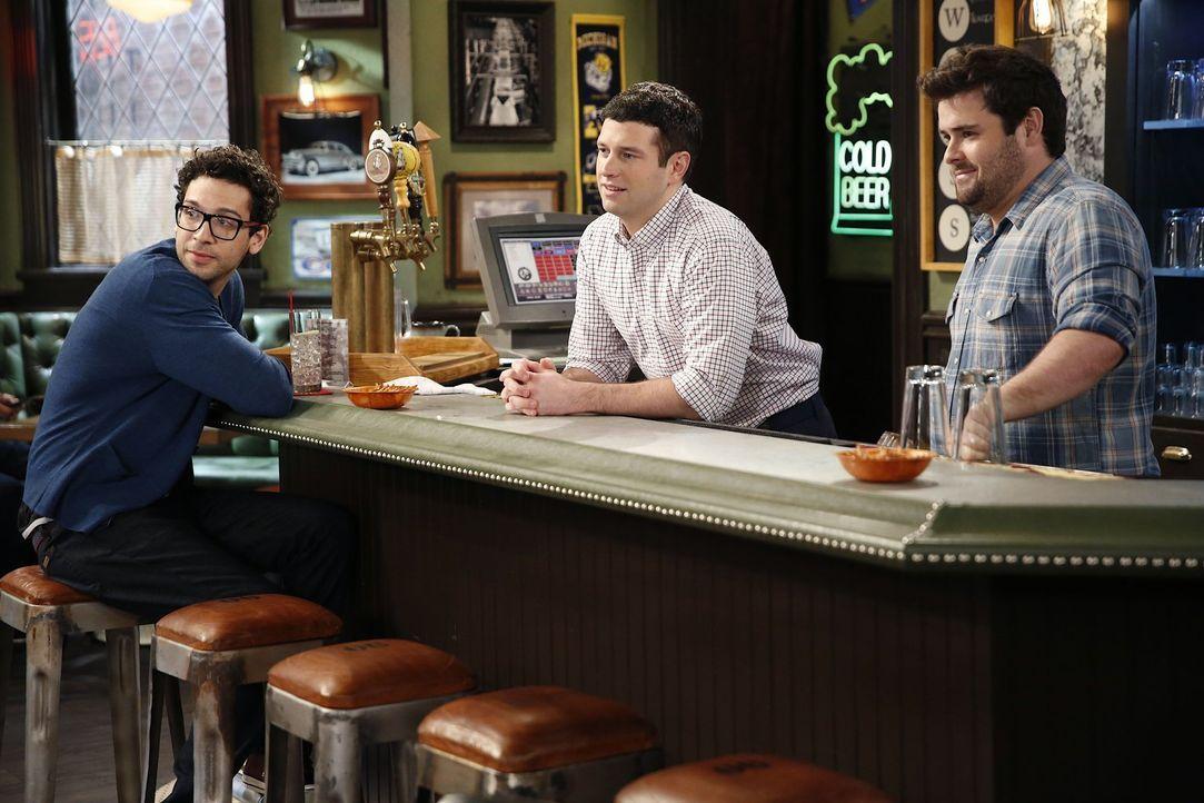 Versager oder nicht? Burski (Rick Glassman, l.), Justin (Brent Morin, M.) und Brett (David Fynn, r.) diskutieren über Dannys Berufswahl ... - Bildquelle: Warner Brothers
