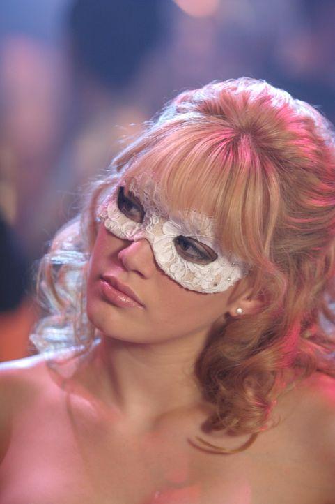 Ohne das Wissen ihrer bösen Stiefmutter geht Sam (Hilary Duff) auf den großen Schulball, was ein ziemliches Chaos verursacht … - Bildquelle: Warner Bros.