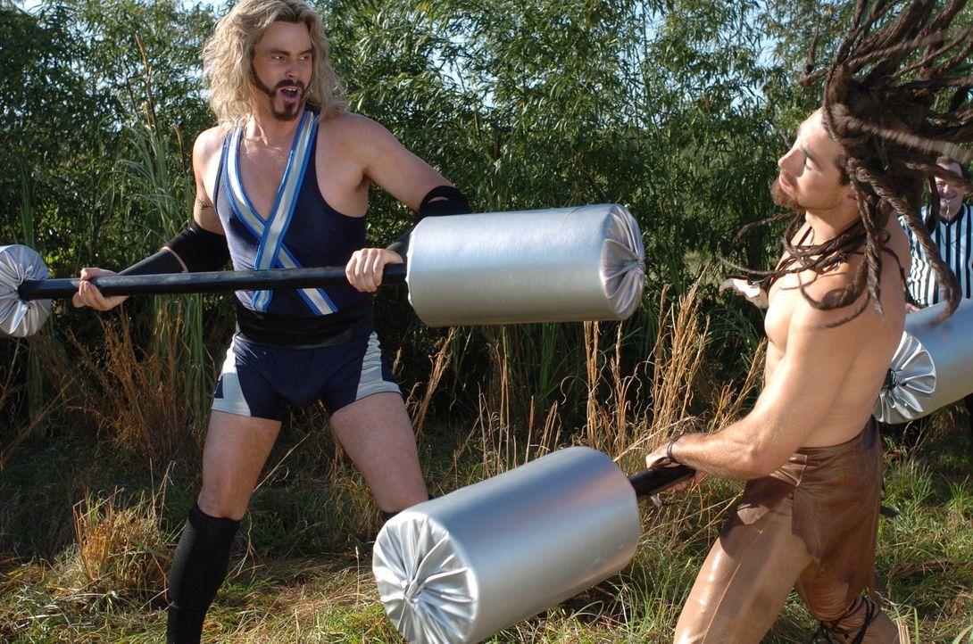 Will (Matt Lanter, l.) liefert sich einen Kampf mit Wolf (Ike Barinholtz, l.), bei dem er den Kürzeren zieht ... - Bildquelle: Constantin Film Verleih