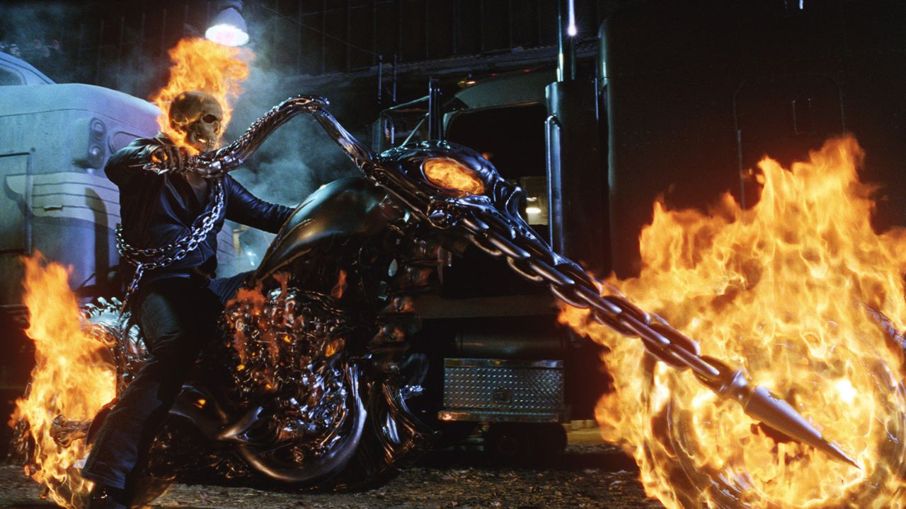 Nacht für Nacht jagt der Ghost Rider (Nicolas Cage) auf seinem teuflischen Gefährt über die Erde, um die Bösen zu vernichten. Eines Tages erhäl... - Bildquelle: 2007 CPT Holdings, Inc. All Rights Reserved. (Sony Pictures Television International)