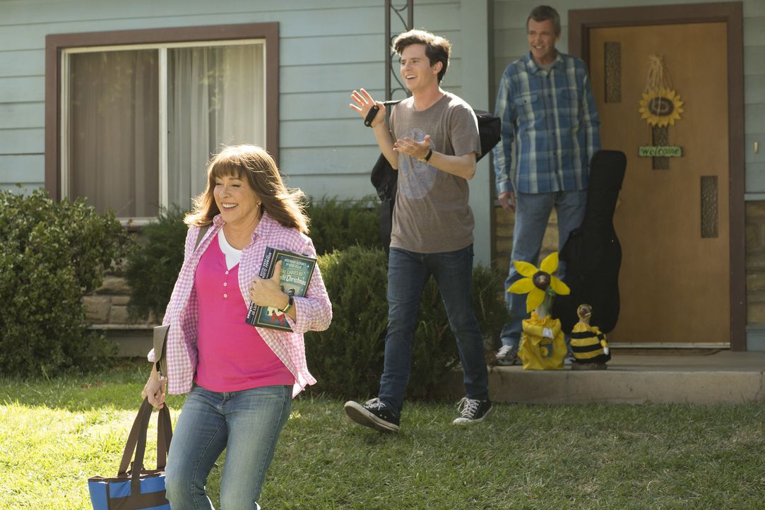 (v.l.n.r.) Frankie (Patricia Heaton); Axl (Charlie McDermott); Mike (Neil Flynn) - Bildquelle: Michael Ansell 2017 American Broadcasting Companies, Inc. All rights reserved./Michael Ansell