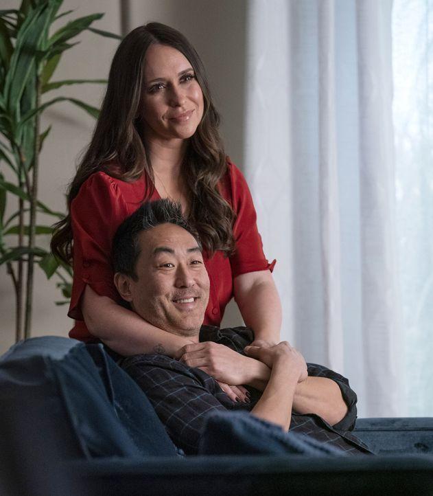"""Maddie Kendall (Jennifer Love Hewitt, oben); Howie """"Chimney"""" Han (Kenneth Choi, unten) - Bildquelle: Jack Zeman 2019-2020 Twentieth Century Fox Film Corporation.  All rights reserved. / Jack Zeman"""