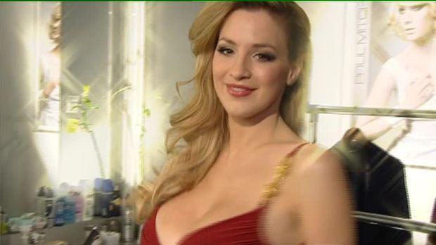 Stars - Video - Jordan Carver die XXL-Brüste-Praktikantin
