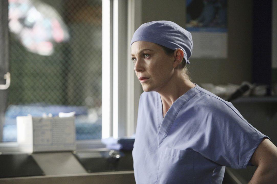 Ihr stockt der Atem als sie erfährt was im Krankenhaus los ist: Meredith (Ellen Pompeo) ... - Bildquelle: Touchstone Television