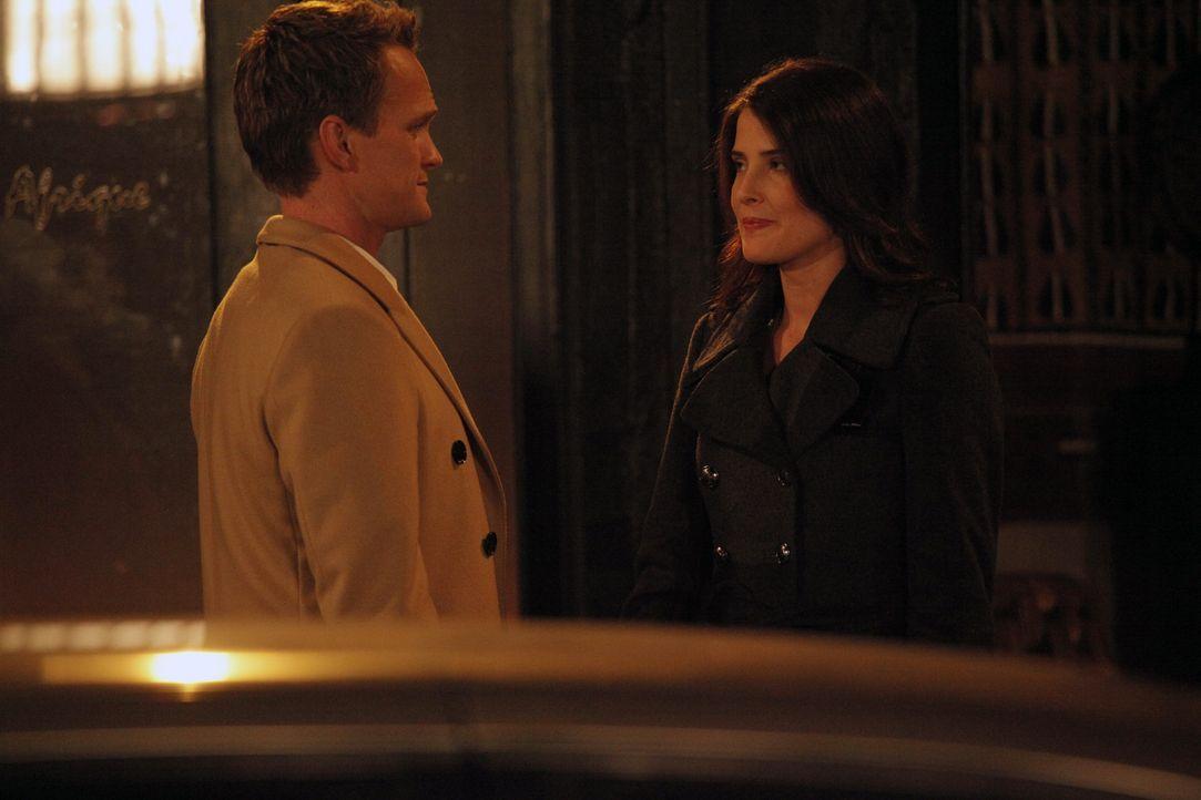 Da Robin (Cobie Smulders, r.) zögert, sich von Nick zu trennen, nimmt Barney (Neil Patrick Harris, l.) die Sache in die Hand ... - Bildquelle: 2012 Twentieth Century Fox Film Corporation. All rights reserved.